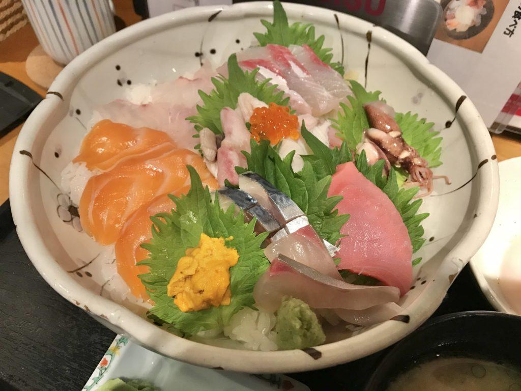 魚たつ 特選大食い海鮮丼